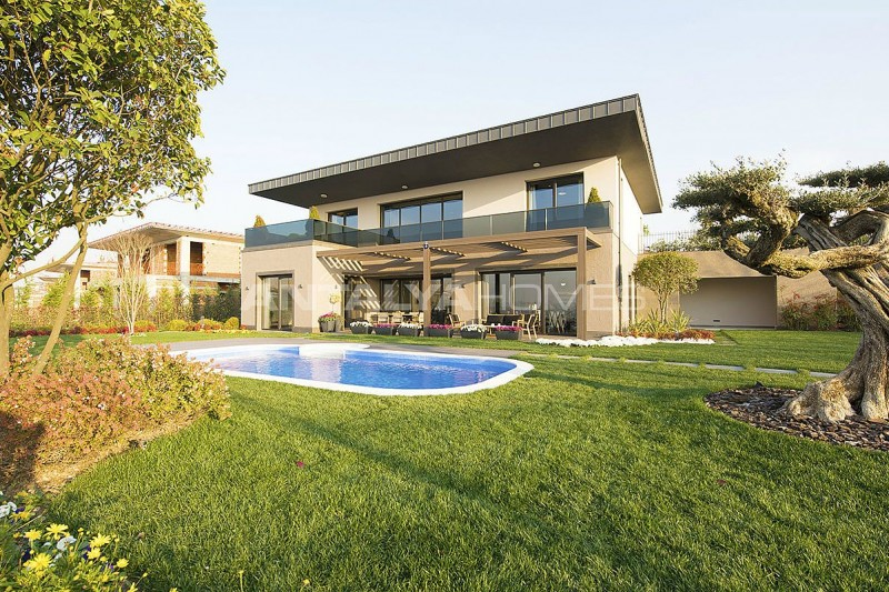 detached-villas-intertwined-with-nature-in-istanbul-002.jpg