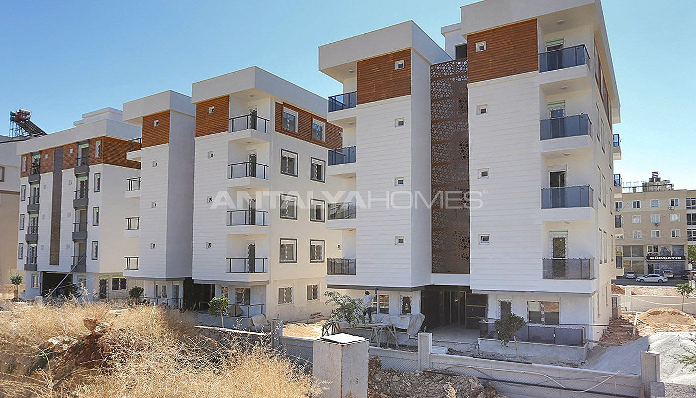 centrally-located-antalya-apartments-with-separate-kitchen-001.jpg