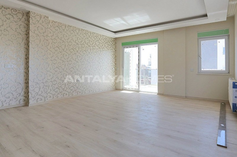 centrally-located-antalya-apartments-with-separate-kitchen-interior-002.jpg