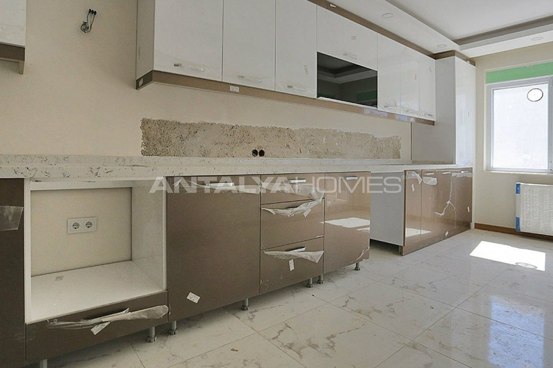 centrally-located-antalya-apartments-with-separate-kitchen-interior-005.jpg