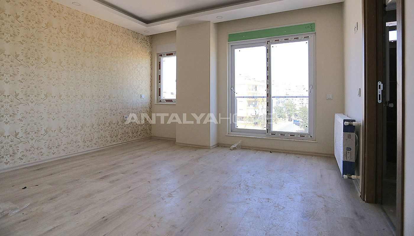 centrally-located-antalya-apartments-with-separate-kitchen-interior-007.jpg