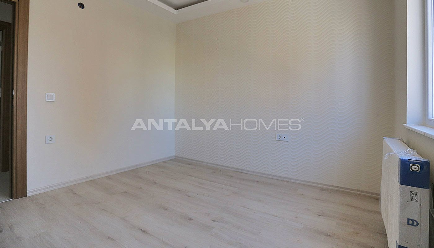 centrally-located-antalya-apartments-with-separate-kitchen-interior-012.jpg