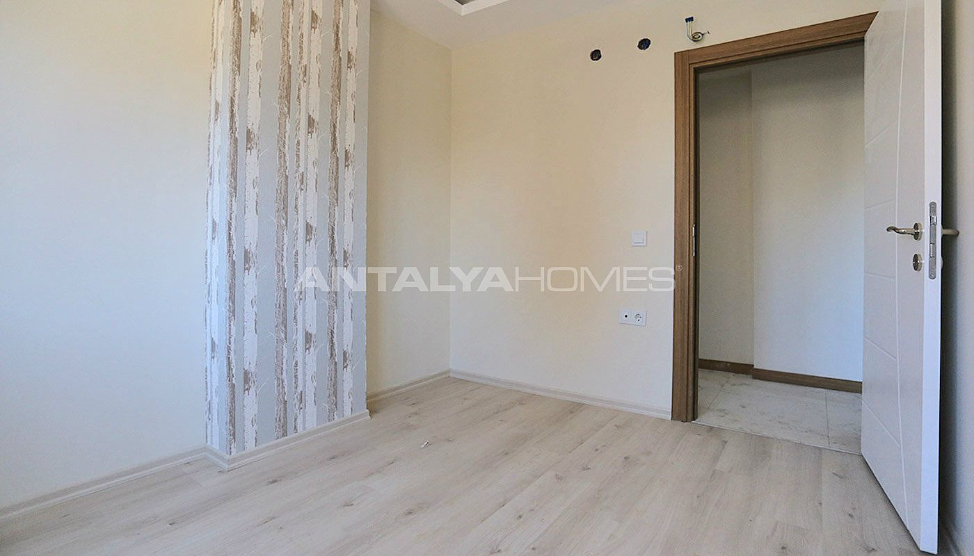 centrally-located-antalya-apartments-with-separate-kitchen-interior-015.jpg