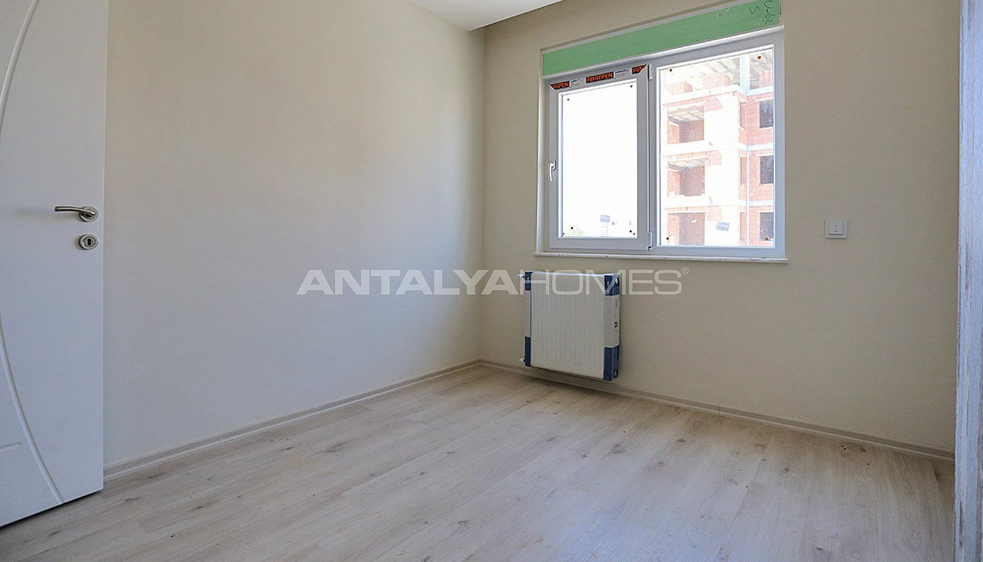 centrally-located-antalya-apartments-with-separate-kitchen-interior-016.jpg