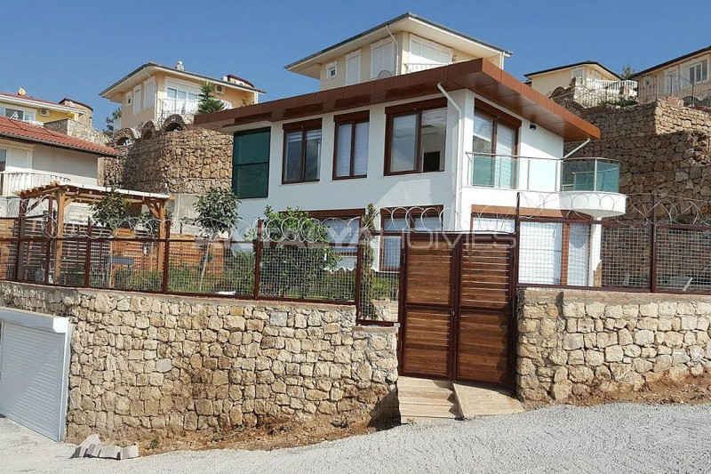 fully-furnished-villa-overlooking-alanya-castle-and-sea-001.jpg