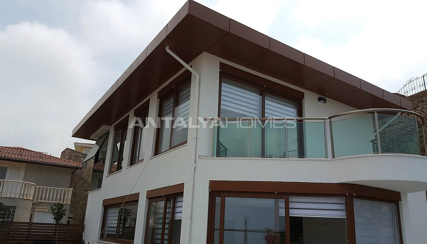 fully-furnished-villa-overlooking-alanya-castle-and-sea-009.jpg