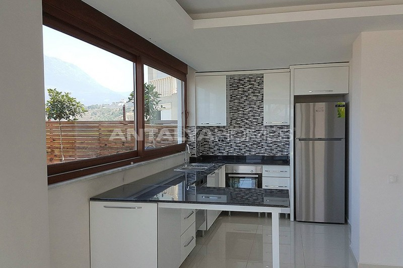 fully-furnished-villa-overlooking-alanya-castle-and-sea-interior-004.jpg