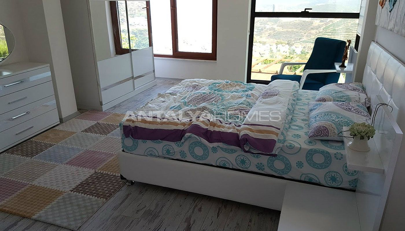 fully-furnished-villa-overlooking-alanya-castle-and-sea-interior-011.jpg