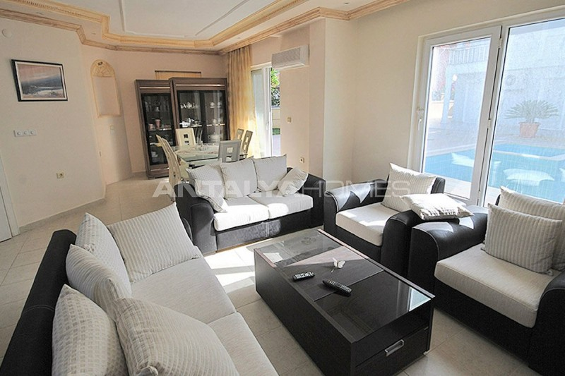 furnished-house-walking-distance-to-the-beach-in-kemer-interior-002.jpg