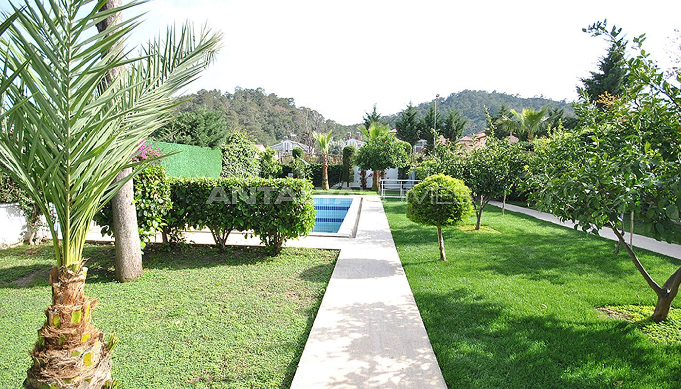 kemer-house-with-furniture-surrounded-by-greenery-008.jpg