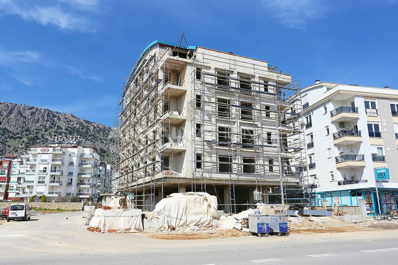modern-real-estate-with-swimming-pool-in-antalya-construction-002.jpg