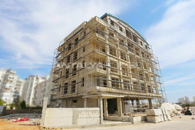 modern-real-estate-with-swimming-pool-in-antalya-construction-004.jpg