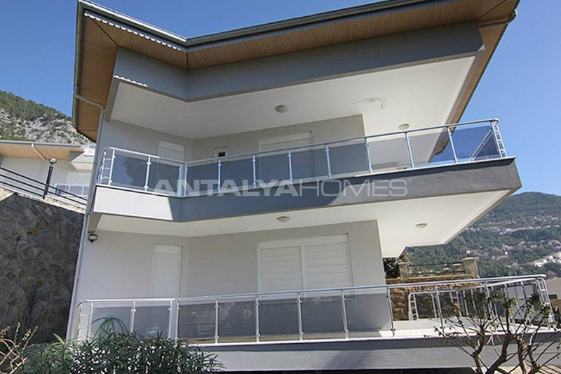 sea-view-5-1-villa-in-alanya-with-rich-features-008.jpg