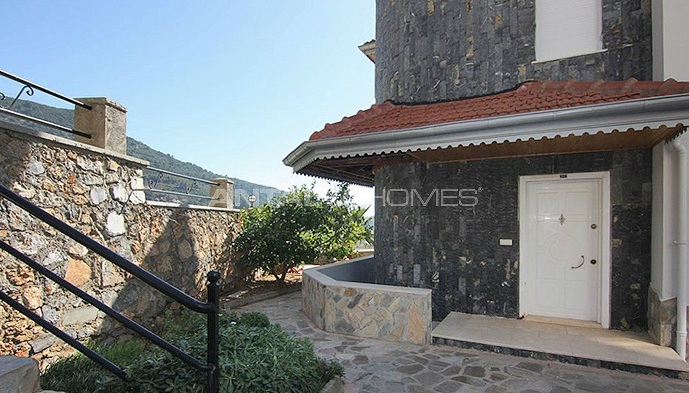 sea-view-5-1-villa-in-alanya-with-rich-features-011.jpg