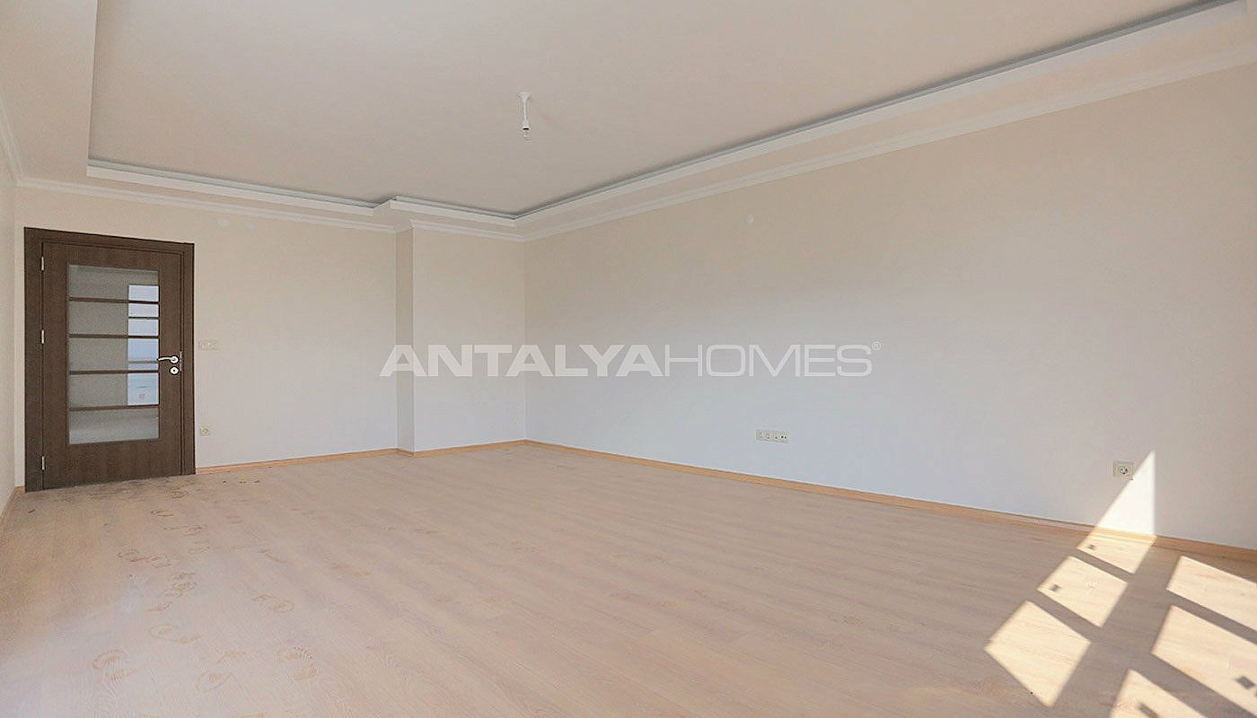 family-friendly-trabzon-property-with-large-social-area-interior-004.jpg