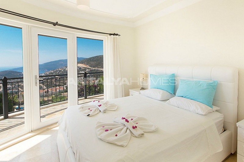 furnished-real-estate-with-breathtaking-views-of-kalkan-bay-interior-004.jpg