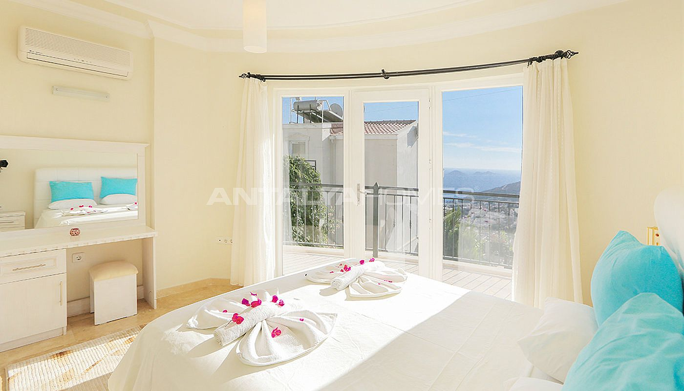 furnished-real-estate-with-breathtaking-views-of-kalkan-bay-interior-008.jpg