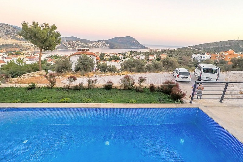 state-of-the-art-villa-in-kalkan-with-unobstructed-sea-view-05.jpg