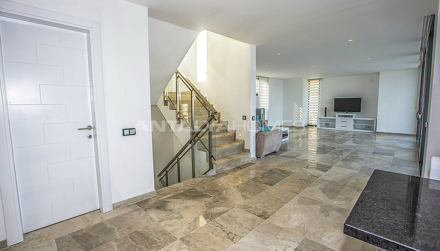 state-of-the-art-villa-in-kalkan-with-unobstructed-sea-view-interior-03.jpg